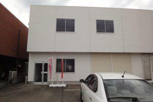 2階建てのテナントで2階は事務所、1階は倉庫です。