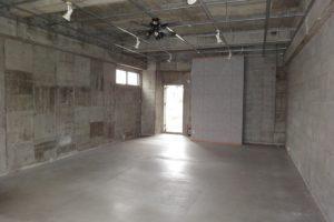 コンクリート打ちっぱなしの壁・天井が魅力的